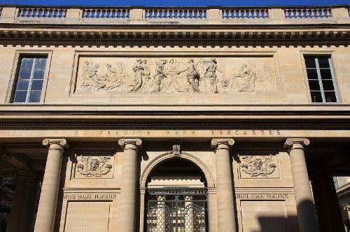 Université Paris Descartes entrée principale - par Non Omnis Moriar - 7 aout 2011 - CC3 Wikipédia